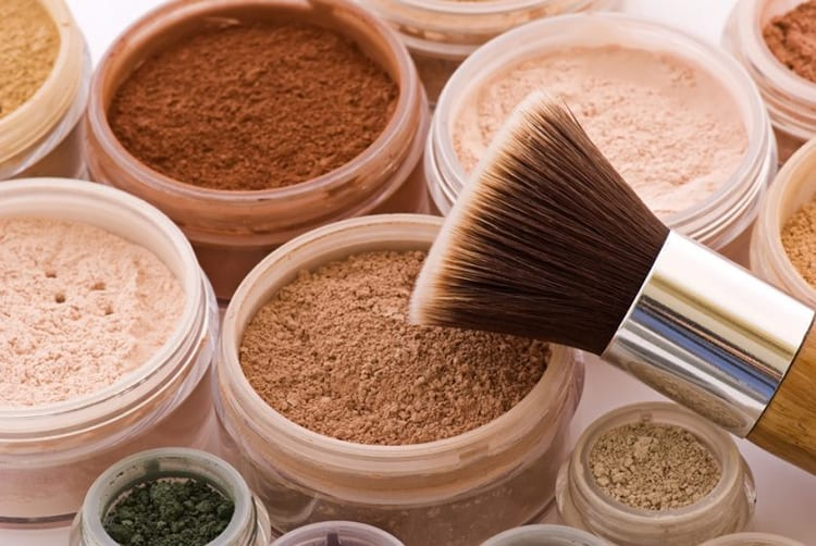 10 Best Mineral Makeup 2019 (Perfect Look with Sensitive Skin)