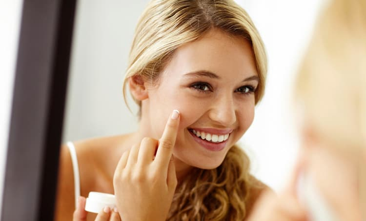 b8bc0ff04e 10 Best Skin Lightening Creams 2019 (Confidence with Attractive Look)