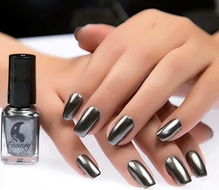 grey-nail-polisj