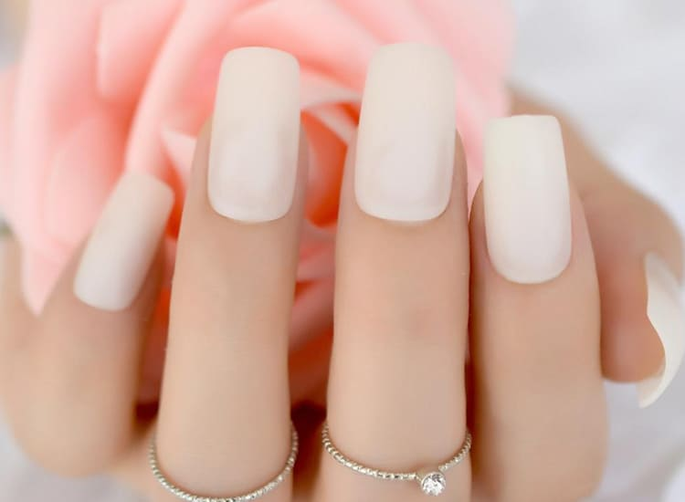 10 Best White Nail Polish 2019 (Make Your Nails Look Healthy & Snowy)